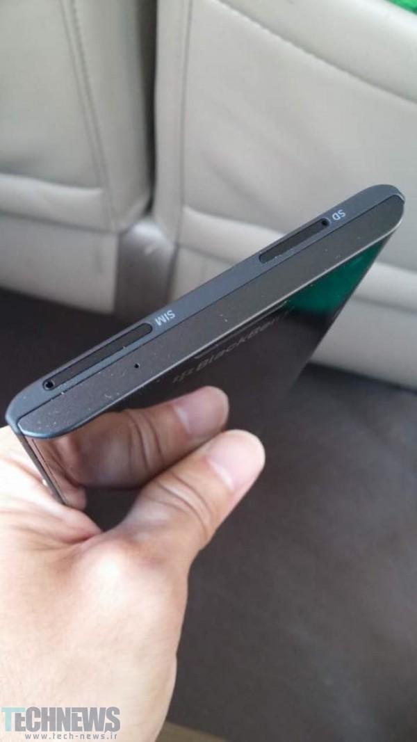 تصاویر جدیدی از گوشی تاشوی اندرویدی بلکبری منتشر شد