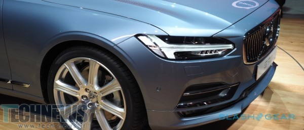 2017 Volvo S90 plays Swedish luxe card