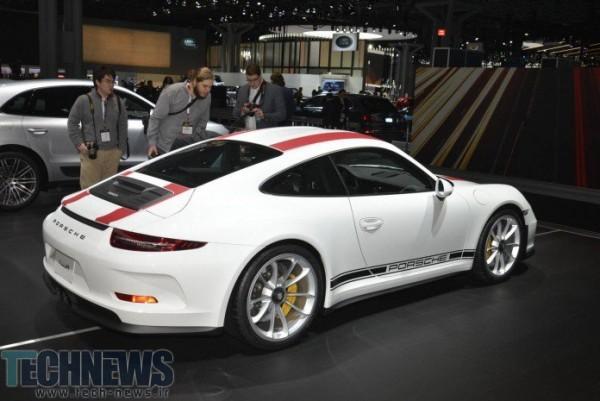 Porsche-911-R-41-696x465
