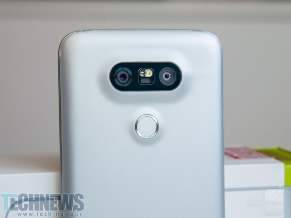 The-LG-G5-camera-bump-is-the-NFC-touch-point
