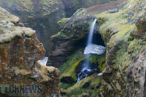 Underground-Waterfall-960x640