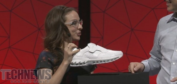 Lenovo shows off a pair of Intel-powered smart shoes (2)