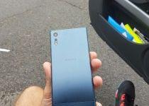Sony Xperia F8331  (4)