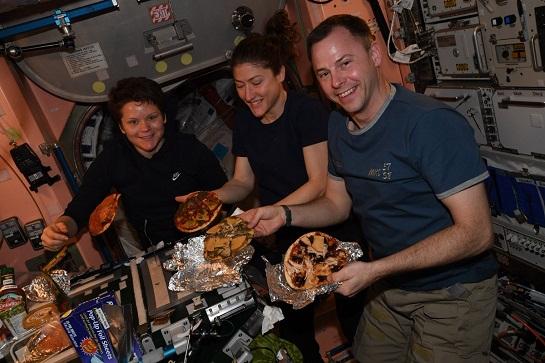 تهیه پیتزا در فضا