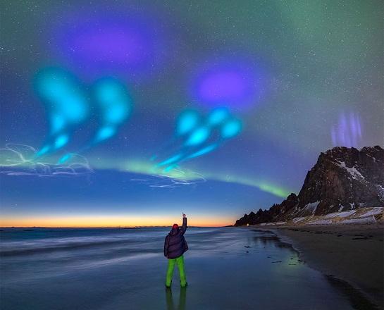 نورهای رنگی در آسمان شب نروژ