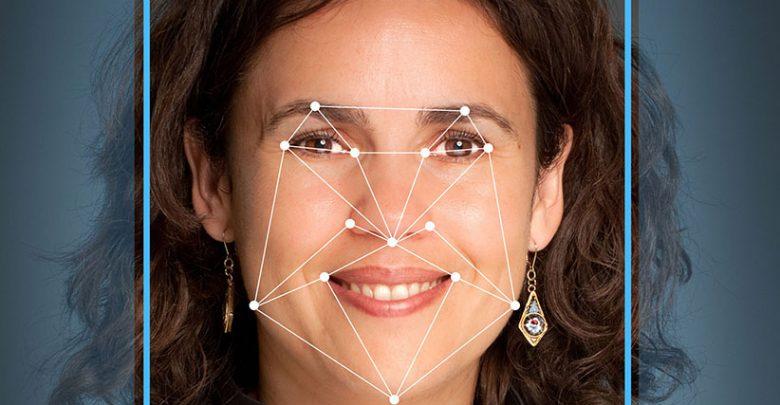 استفاده از نمونه زنده جهت بهبود کیفیت سیستم تشخیص چهره گوگل