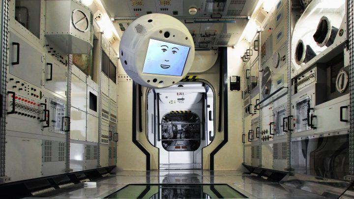 ربات پرکاربرد فضایی پس از یک سال به زمین برگشت