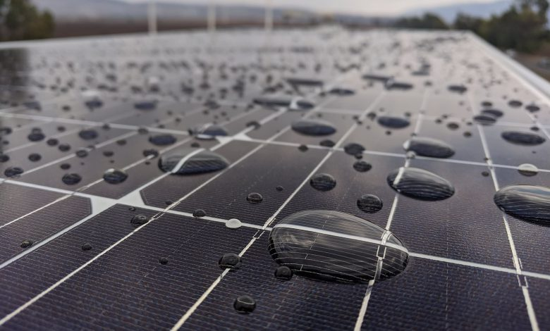 ابداع روشی برای عرق کردن پنل های خورشیدی و خنک شدن آنها