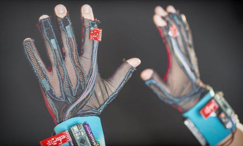 ابداع نوعی دستکش که می تواند حرکات انگشت را به زبان گفتار تبدیل کند
