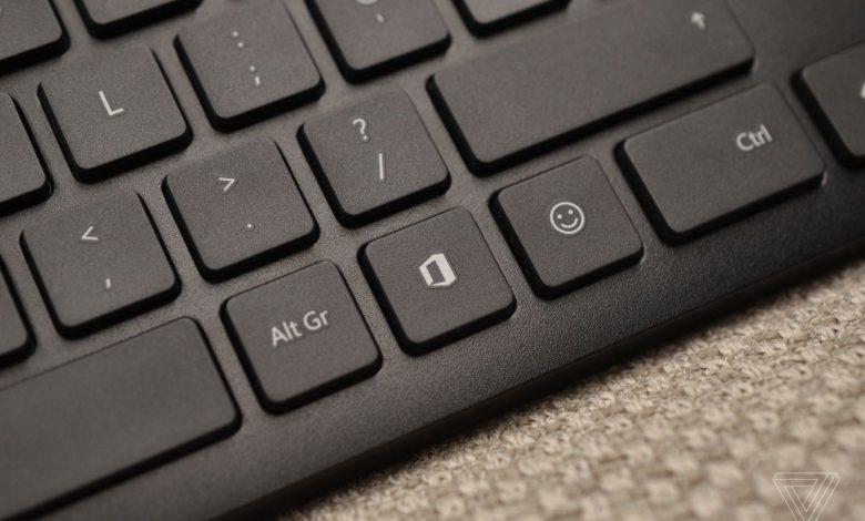 استفاده از دکمه ایموجی در کیبورد بی سیم جدید مایکروسافت