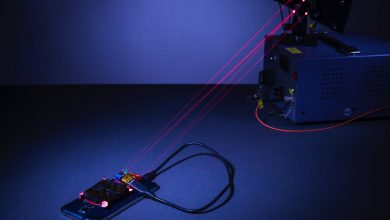 Photo of ابداع فناوری شارژ تلفن همراه از راه دور با کمک ضدلیزر