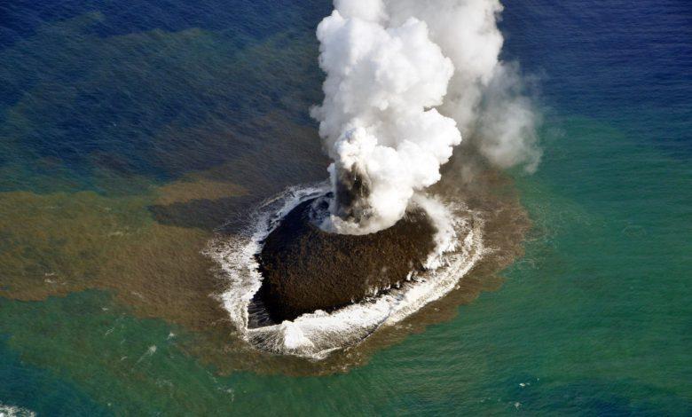 فوران آتشفشان زیر آب یک جزیره جدید در ژاپن به وجود آورد